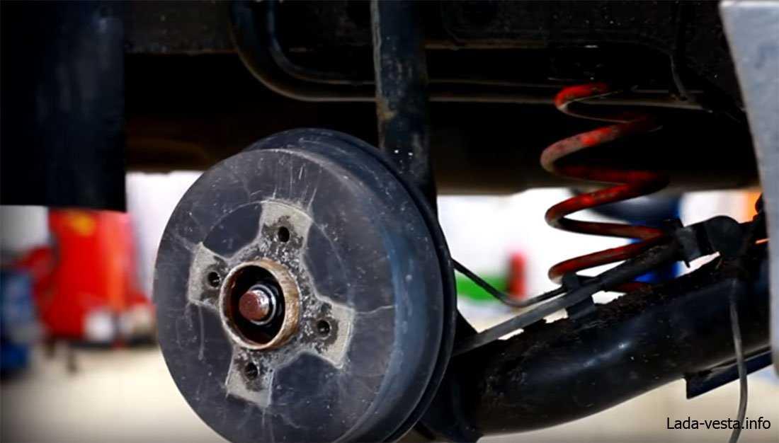 Какие задние тормоза установлены на Лада Веста: дисковые или барабанные?